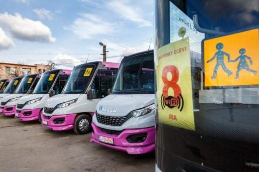 10 autobuze școlare Iveco îi așteaptă de luni pe elevii clujeni