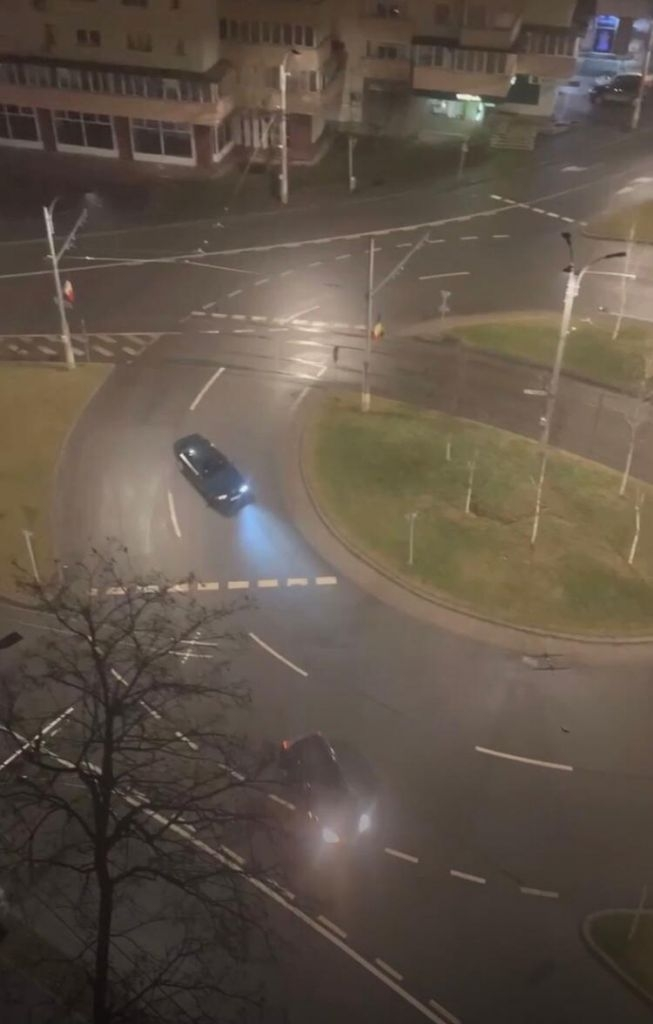 VIDEO. Drifturi ilegale la miezul nopții într-un sens giratoriu din Cluj-Napoca