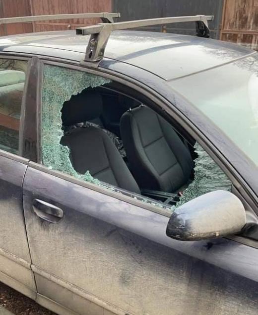 Val de spargeri! Clujenii s-au trezit cu mașinile distruse, banii și actele furate