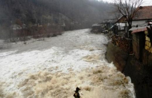 COD PORTOCALIU în Cluj. Pericol de inundații pe râurile din județ
