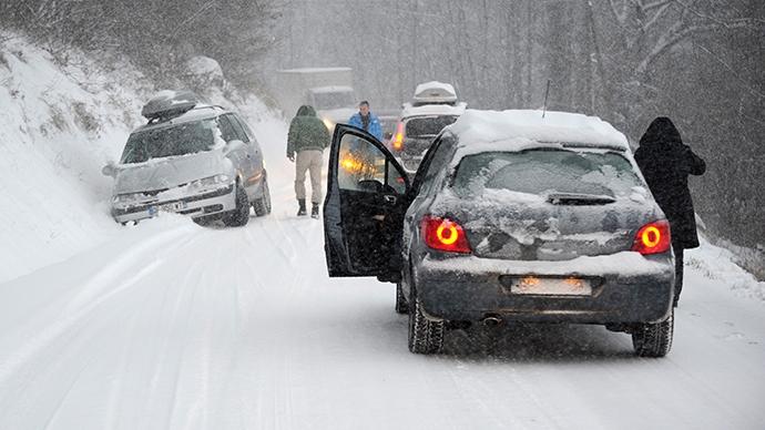 Căderi de zăpadă MASIVE în Germania și Olanda. Traficul rutier și feroviar, întrerupt