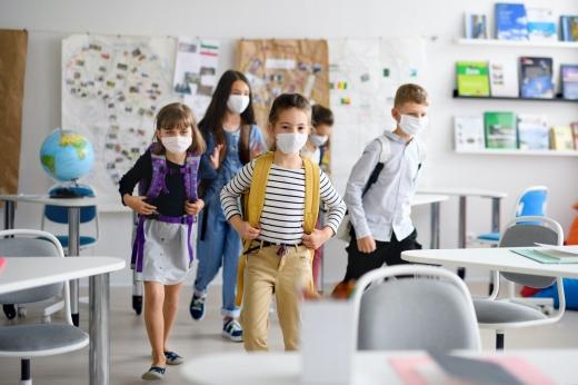 Peste două milioane de elevi s-au reîntors la școală! Mai mulți profesori aleg să continue predarea în online