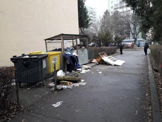 """Ghenă de gunoi din Gheorgheni, FOCAR de INFECȚIE. Locuitorii sunt disperați: """"Tot curățăm dar continuă să arunce"""""""