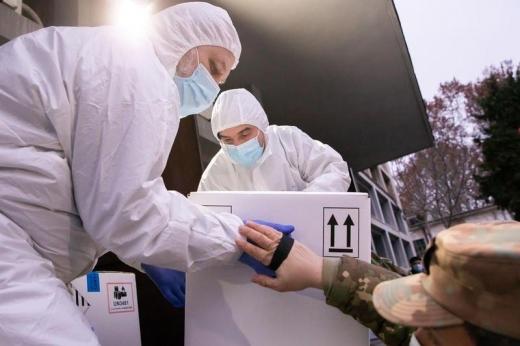 Dozele de vaccin Pfizer, încă blocate în Germania. Cluj mai are rezerve pentru doar două zile