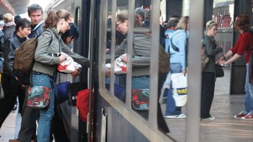 """Studenții nu vor mai avea gratuitate pe tren! Cîțu: """"Toate țările mai dezvoltate nu oferă gratuitate"""""""