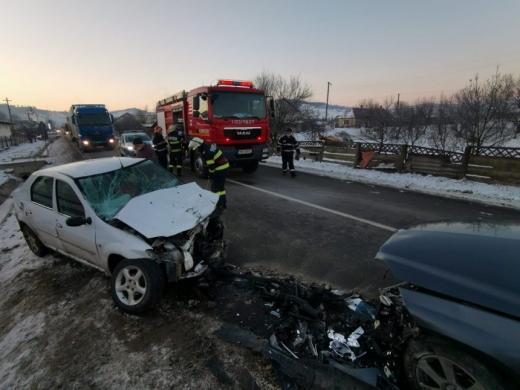 ACCIDENT GRAV într-o localitatea bistrițeană! Cinci victime au avut nevoie de asistență medicală