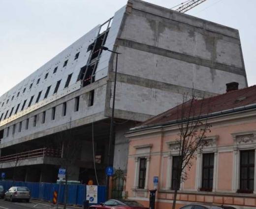 """Petiție online pentru stoparea construcției """"hotel coșciug"""" de pe strada Avram Iancu"""