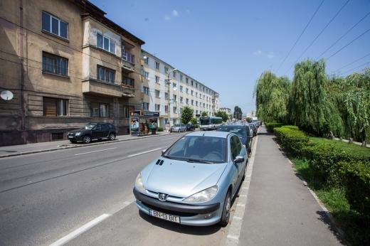 Atenție, șoferi! Apar schimbări privind parcarea mașinilor de serviciu