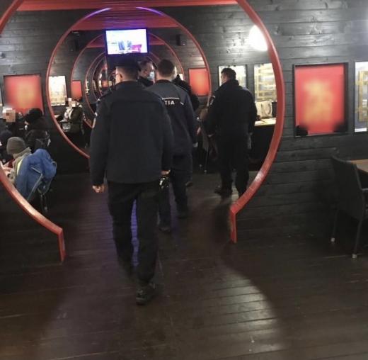 Restaurantul Shanghai de pe Calea Turzii, amendat pentru că servea clienți pe o terasă considerată spațiu închis