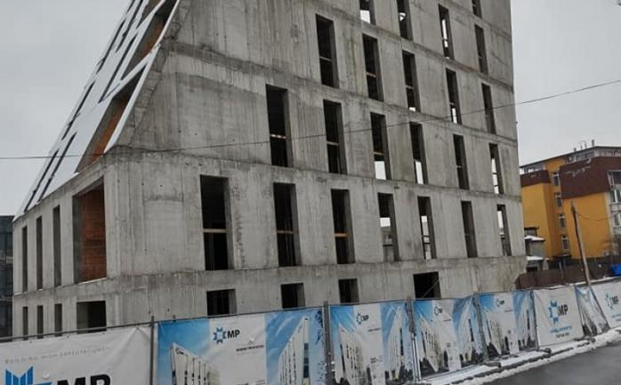 O nouă construcţie masivă atrage atenţia clujenilor după hotelul de pe Avram Iancu