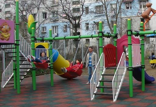 """""""Clujul copiilor"""". Hartă a locurilor de joacă din oraș și un nou regulament pentru întreținerea acestora"""