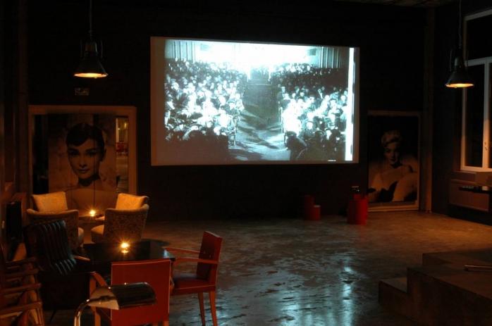 Seară de film într-un restaurant din Cluj-Napoca, distrusă de polițiști