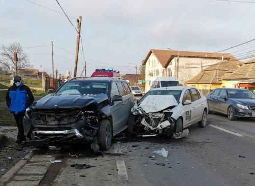 Mașinile implicate au fost distruse