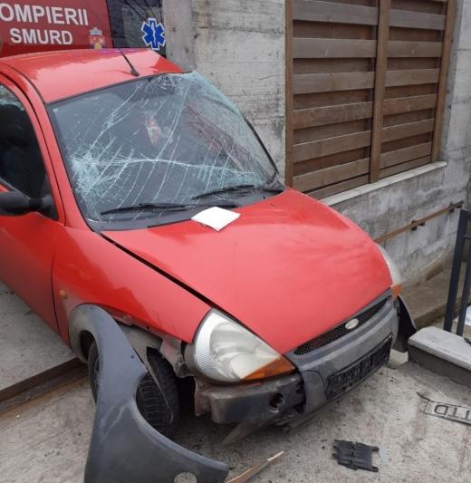 O mașină a ieșit de pe carosabil în Cluj-Napoca