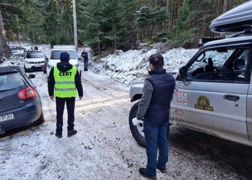 Voluntarii CERT Rescue sar în ajutorul șoferilor ieșiți de pe carosabil în Cluj, printr-o aplicație pe telefon