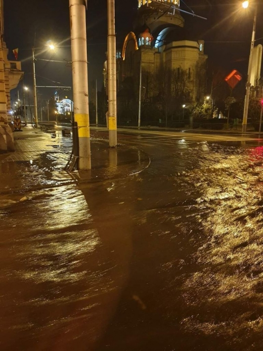 Inundație în Piața Avram Inacu. Sursă foto: Info trafic jud. Cluj