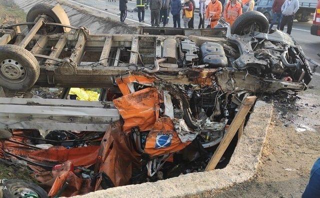 Accident CUMPLIT! Două persoane au MURIT, iar alte 6 au fost transportate la spital în stare gravă! FOTO