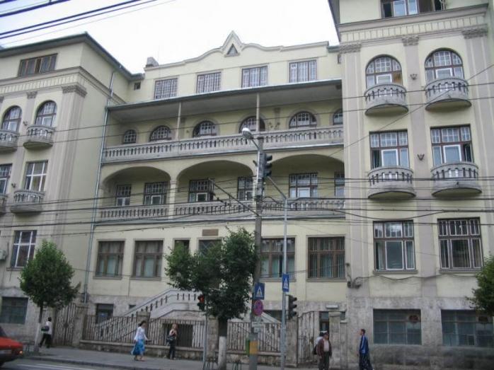 Spitalul de Copii din Cluj îl apără pe medicul care a pus strâmb mâna unei fetițe de 3 ani. Medicul are două dosare penale pentru mită
