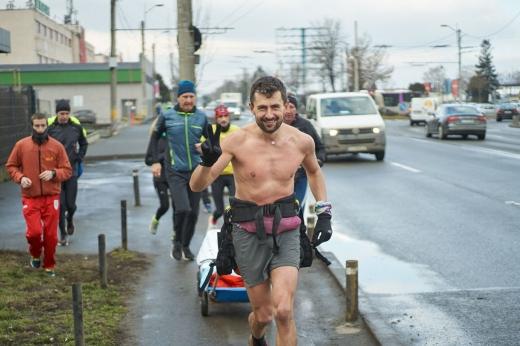 Vlad Pop a pornit în ultra-maraton, de la Cluj la Constanța, pentru burse educaționale pentru copiii cu cancer