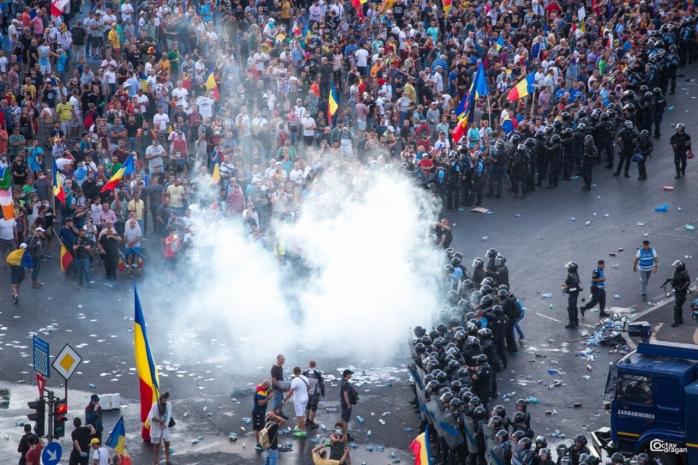 """Clujenii protestează în Piața Unirii împotriva clasării dosarului 10 august: """"Lupta în stradă pentru independența justiției"""""""