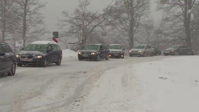 Prognoză meteo: viscol și ninsori la munte