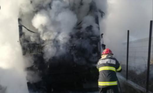 Un TIR a luat foc în Cluj-Napoca