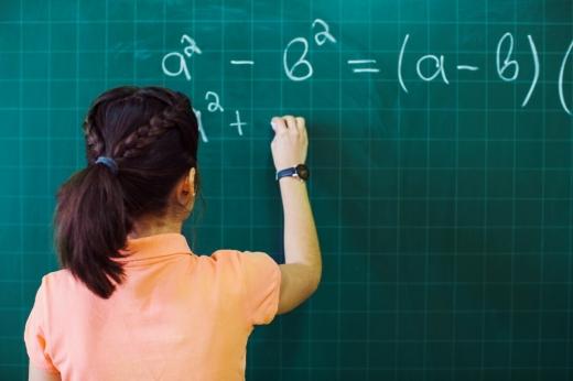 Profesorii vor stabili orarul pentru orele de recuperare. Câți bani vor primi pe oră?