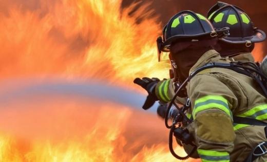 O casă din Câmpia Turzii a luat foc! Un bărbat a MURIT