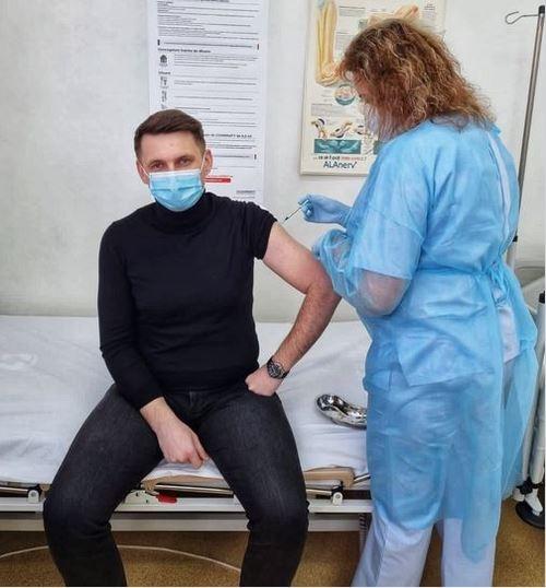 Fostul prefect al Clujului s-a vaccinat împotriva COVID-19