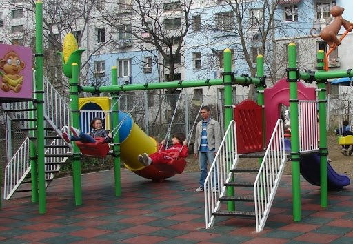 Nou regulament pentru întreținerea locurilor de joacă, la Cluj. Ce propun consilierii USR-Plus?