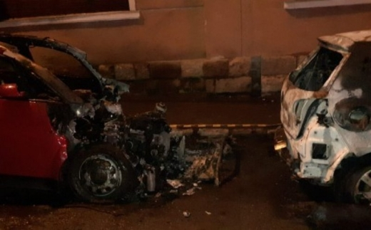 Două mașini, incendiate intenționat în Turda! Polițiștii au deschis o anchetă.