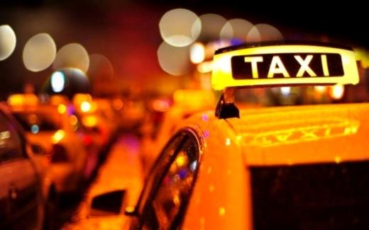 Cursă contra cronometru! Un taximetrist din Cluj a dus la spital o femeie care avea simptome de preinfarct