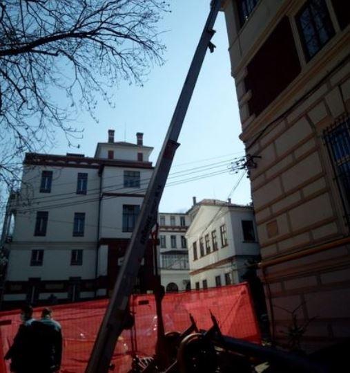 Doi constructori au CĂZUT de pe clădirea Facultății de Geografie Cluj!