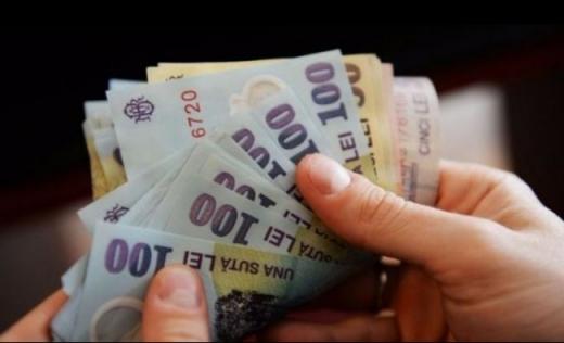 Scad salariile în România. Fiecare angajat a câștigat în medie cu mai puțin de 200 de lei în ultimul an