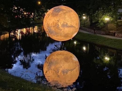Festivalul Lights On aduce Luna și planeta Marte într-un parc din Cluj-Napoca