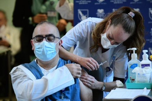 Medicii din centrele de vaccinare nu își primesc banii