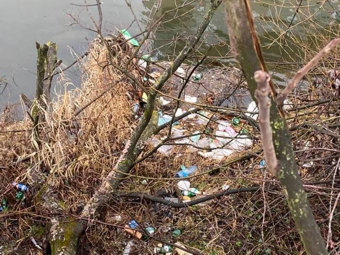 """Malul Someșului, plin de gunoaie. Clujean: """"Oare cine este responsabil de curățenie?"""". GALERIE FOTO"""