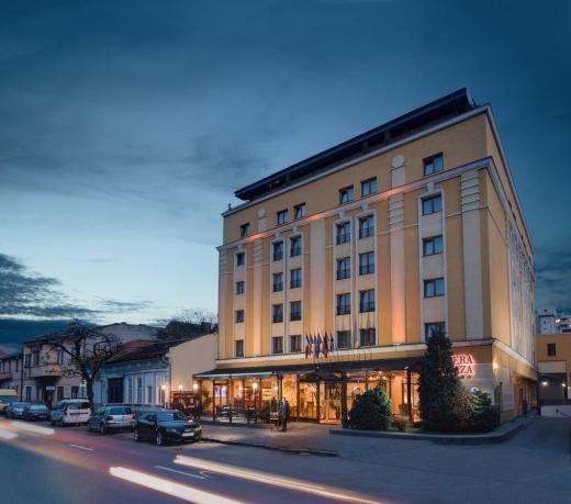 UBB a scos pe masă 40 de milioane de lei pentru Hotelul Opera Plaza. Acolo va fi noul sediu al Facultății de Drept