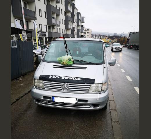 """""""Cadou"""" pentru un șofer clujean care a blocat pubelele"""