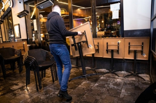 Se deschid restaurante și cafenele la interior
