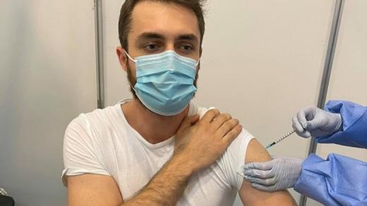 """Eroare la vaccinare! Un tânăr care s-a vaccinat cu Pfizer a primit rapul de la Moderna: """"Am simțit cum transpir"""""""