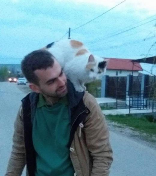 Claudiu Olenici este voluntar și își dedică timpul salvării animalelor aflate în suferință.