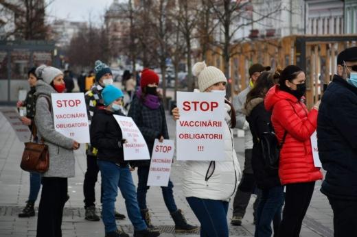 Două mitinguri, aceleași revendicări anti-mască. Cine-s organizatorii protestului paralel cu al AUR? Sursă foto: Paul Gheorgheci