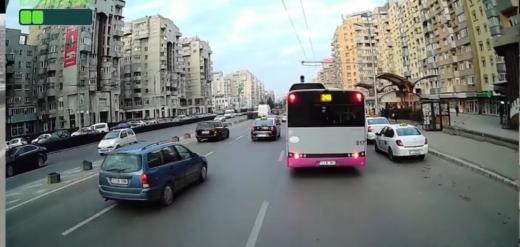 Șoferii CTP, exasperați de taximetriștii care parchează neregulamentar și încurcă traficul în Cluj-Napoca