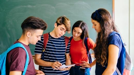 Elevii din clasele terminale NU vor avea o lună vacanță. Examenele naționale se vor desfășura la datele stabilite inițial
