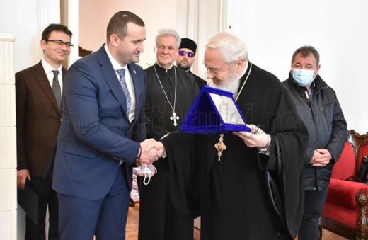 Prefectul Clujului fără mască de protecție la Praznicul Bunei Vestiri și întâlnirea cu ÎPS Andrei