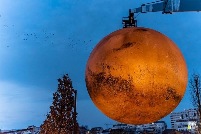 Planeta Marte din nou expusă. Sursă foto: Lights On