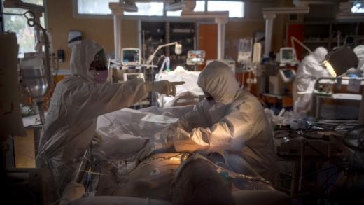 Medicii FĂRĂ SPECIALIZARE vor putea trata pacienți COVID la infecțioase și ATI! Dacă greșesc, nu vor fi trași la răspundere