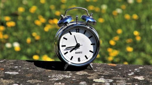 Trecem la ora de vară 2021 în noaptea dintre sâmbătă și duminică! Vom dormi cu o oră mai puțin