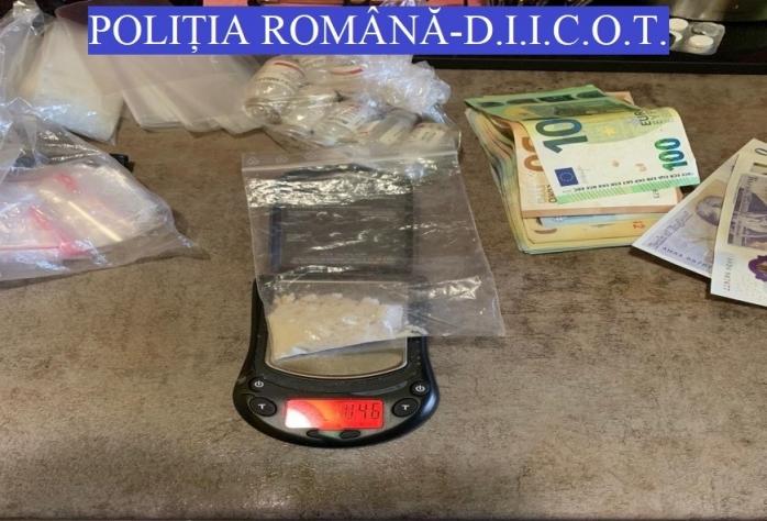 """Scene ca-n filme! 6 indivizi din Cluj au introdus droguri în două PENITENCIARE. Deținuții au vândut """"marfa"""" în interior"""